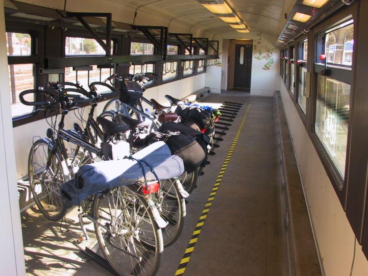 Fietsen in de trein LF3.Jan Huibers.JPG