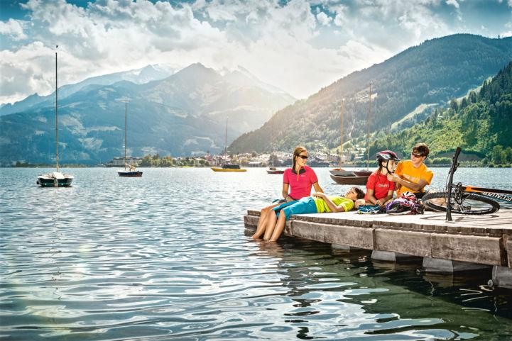 Tauernradweg_Radpause_am_Zellersee(c)SalzburgerLand-Markus_Greber.jpg